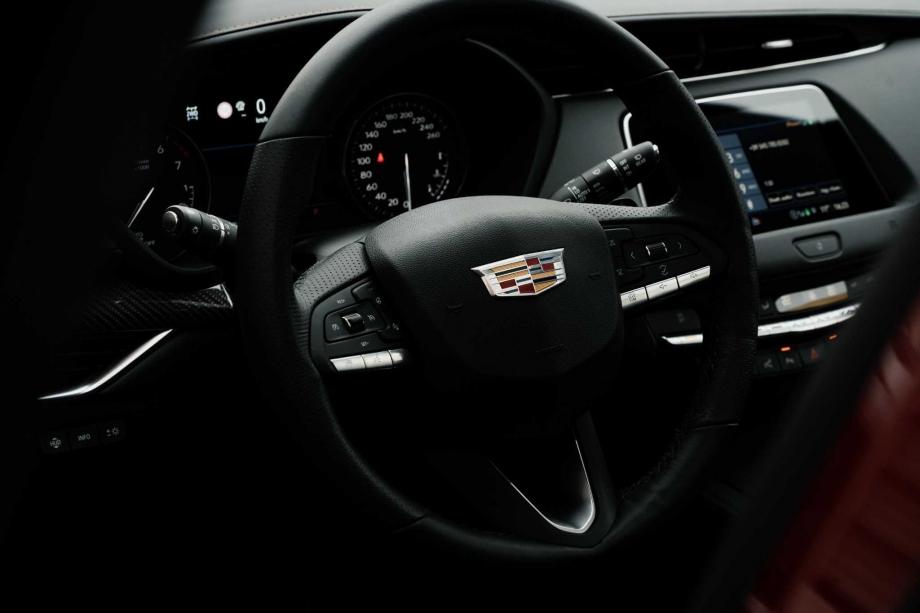 Cadillac XT4 350D 5