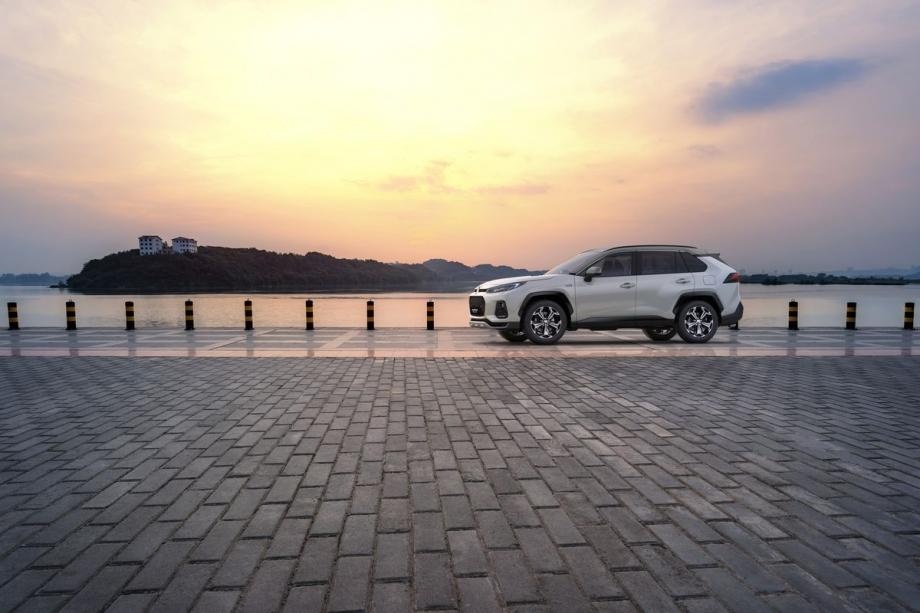 Suzuki ACROSS PLUGIN 2.5 TOP 4WD 3