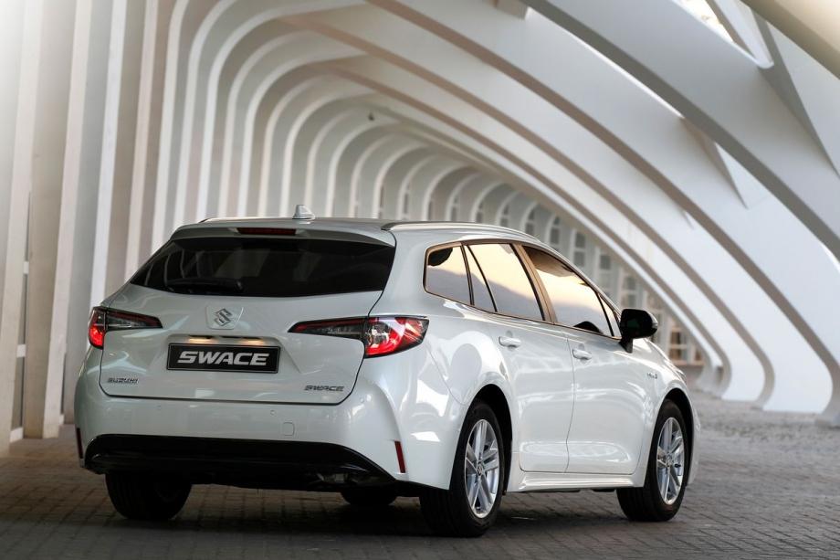 Suzuki SWACE HYBRID 1.8 TOP 3