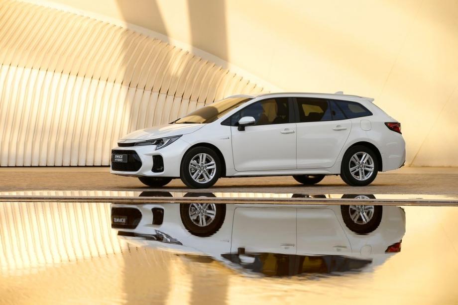 Suzuki SWACE HYBRID 1.8 TOP 4