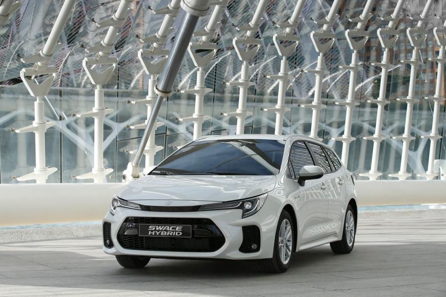 Suzuki SWACE HYBRID 1.8 TOP 6