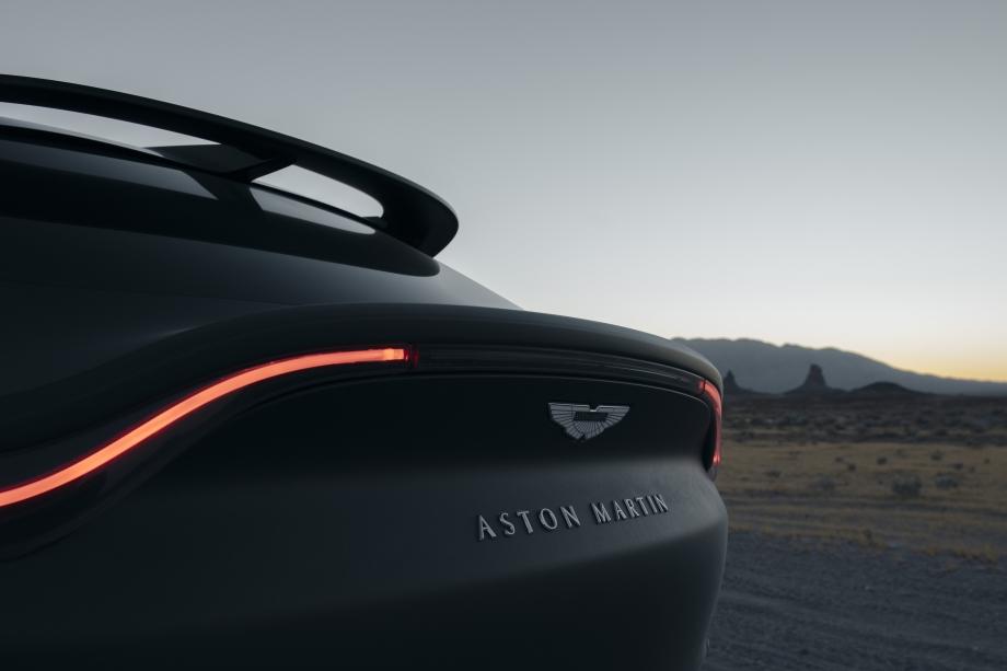 Aston Martin DBX 4