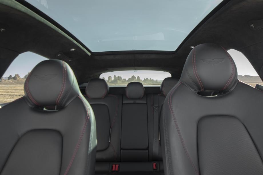 Aston Martin DBX 5