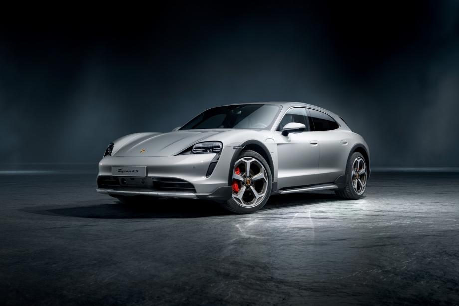 Porsche Taycan 4S Cross Turismo 1