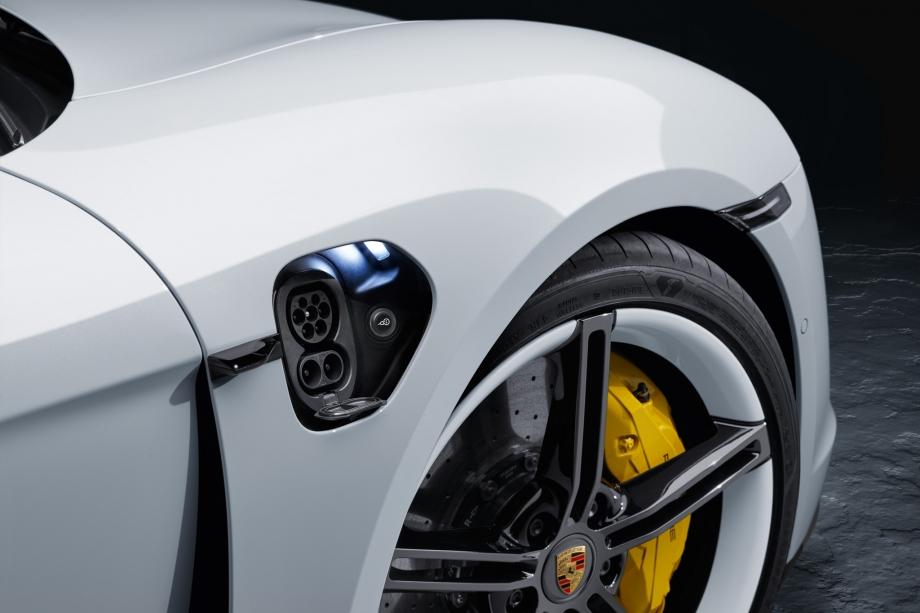 Porsche Taycan Turbo S 4