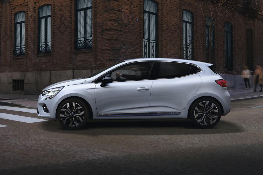Renault CLIO E-TECH HYBRID 4