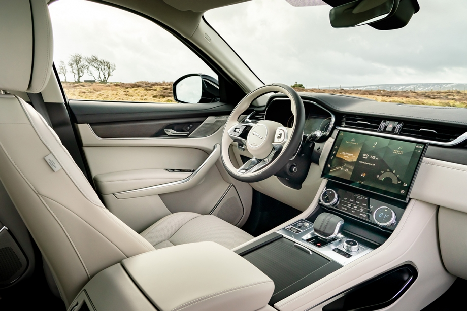 Jaguar F Pace Plug-In Hybrid 5