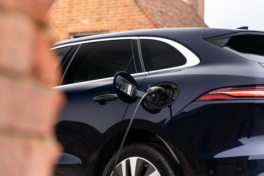 Jaguar F Pace Plug-In Hybrid 6